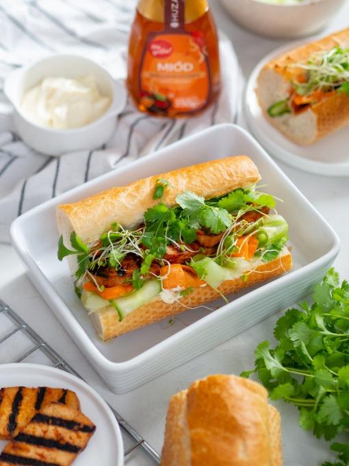 kanapka z grillowanym tofu